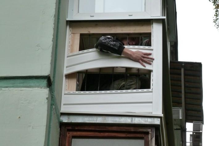 Как закрыть балкон сайдингом своими руками 31